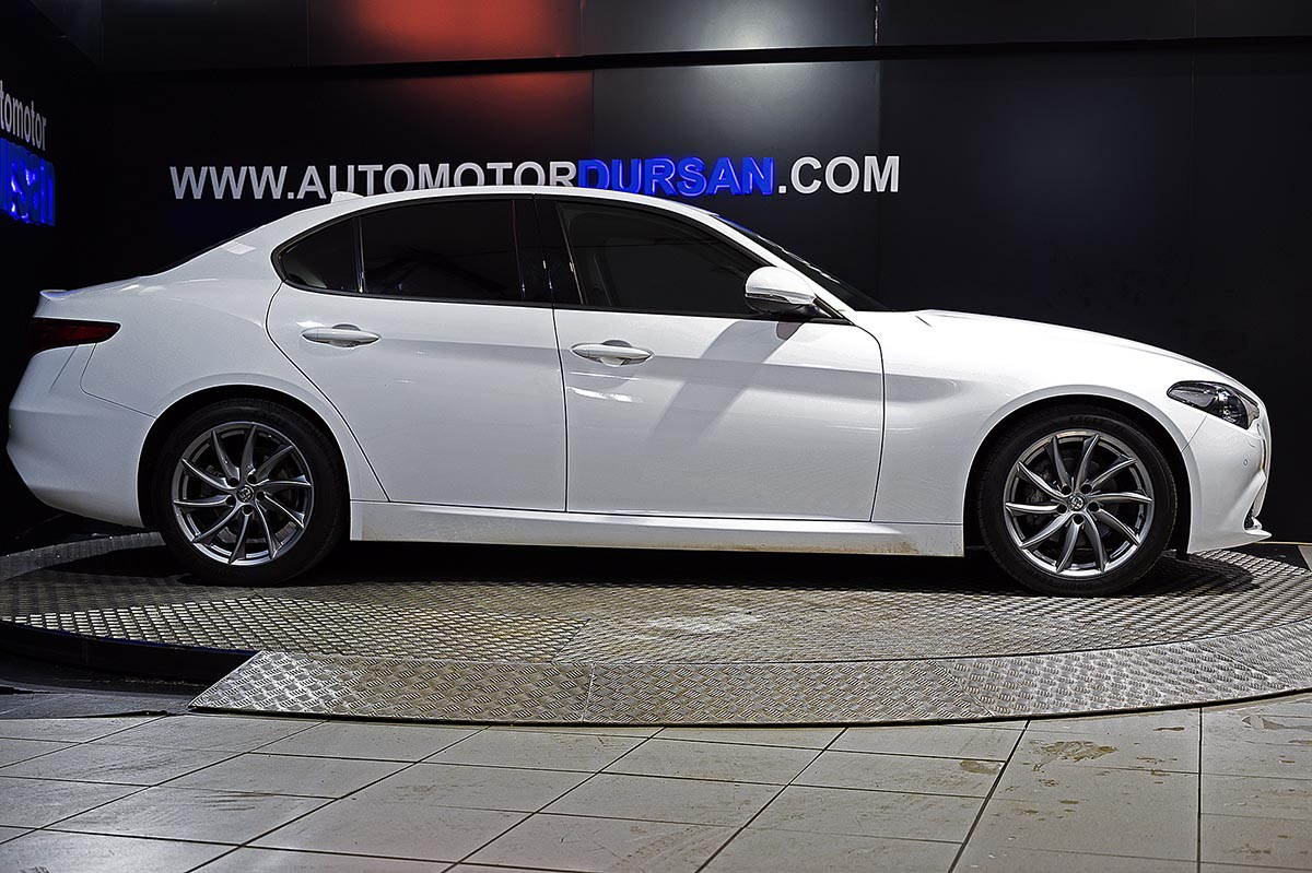 Alfa Romeo Giulia 2.2 Diesel 150cv Super AT 0000006422